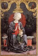 Madonna and child in a tradgard
